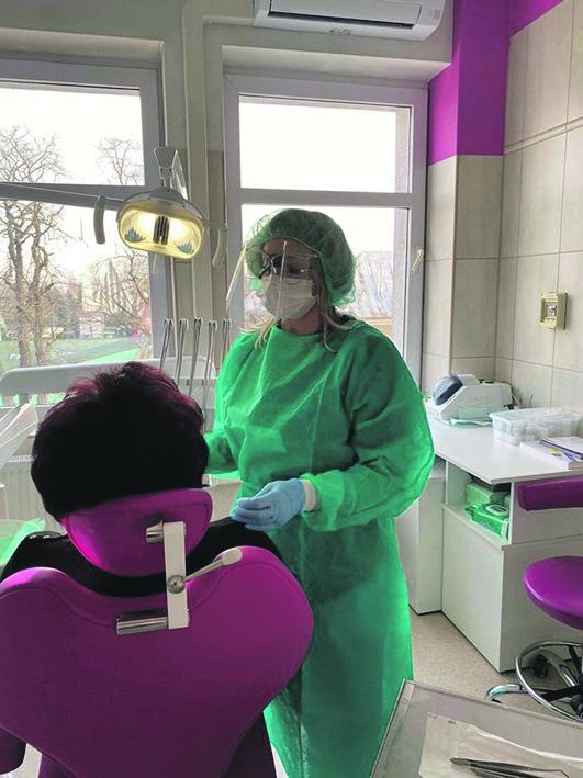 Poradnik medyczny. Jak zadbać o zęby w czasie pandemii COVID-19 i co zrobić, gdy pojawi się problem?