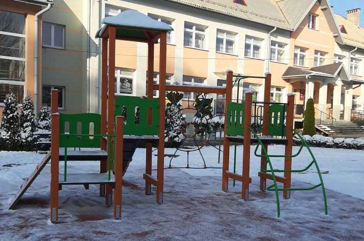 Gmina Tarnów. Jest nowy plac zabaw przy szkole w Łękawce