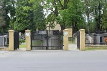 Odpowie za dewastację grobów na cmentarzu w Mościcach