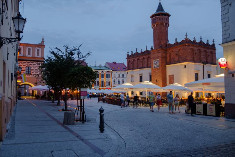 Miasto Tarnów. W SOBOTĘ OTWORZĄ SIĘ KAWIARNIANE OGRÓDKI