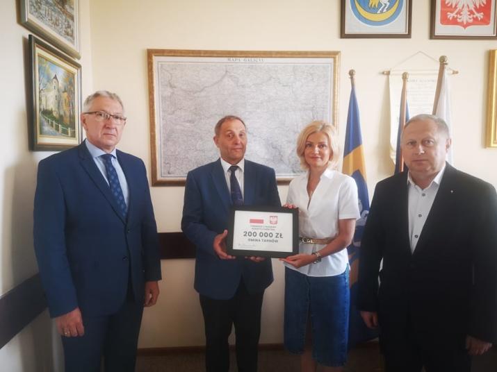 Gmina Tarnów. Jest dodatkowe wsparcie finansowe Premiera Mateusza Morawieckiego dla szkoły w Zawadzie