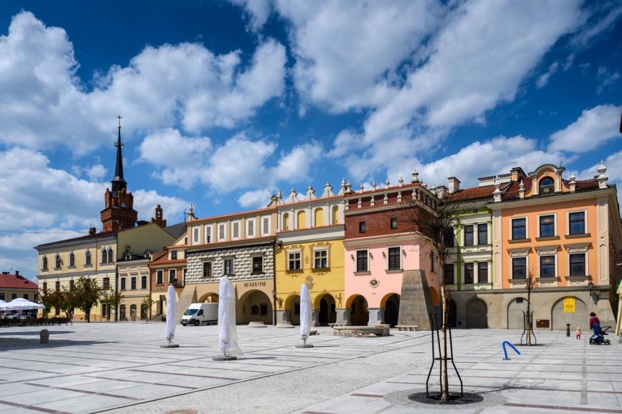Miasto Tarnów. RYNEK DOSTĘPNY, PRACE NA FINISZU