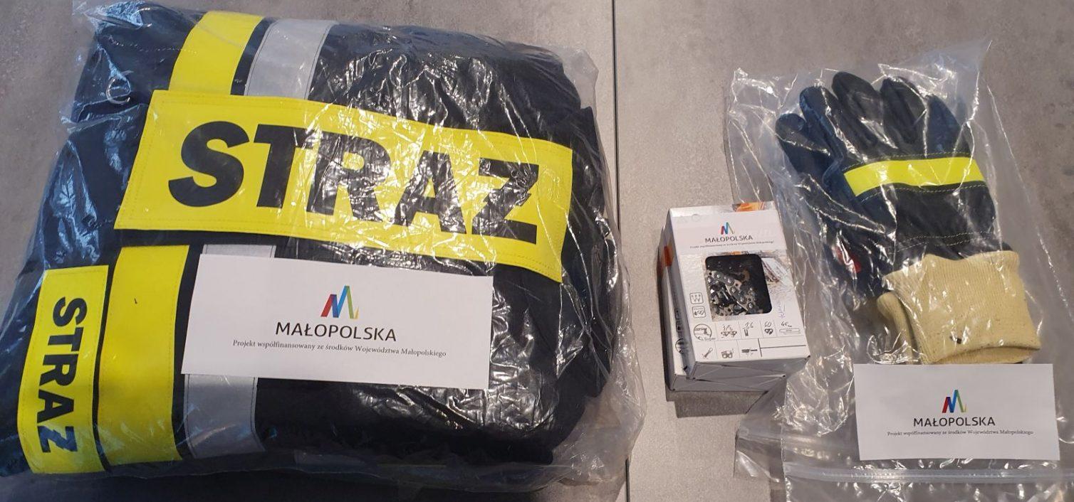 Gmina Skrzyszów. Przekazanie kompletu ubrania specjalnego dla OSP w Łękawicy