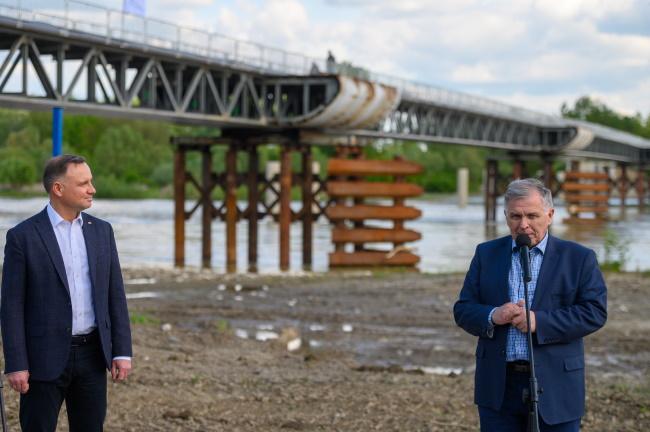 Powiat tarnowski. Prezydent Andrzej Duda obejrzał efekty prac przy moście w Ostrowie