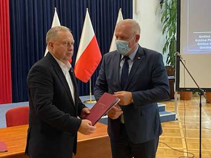 Gmina Tarnów. Umowy na remonty dróg z dofinansowaniem rządowym zwieńczeniem prac inwestycyjnych w gminie Tarnów