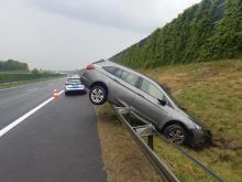 Niedostosowanie prędkości przy opadach deszczu przyczyną kolizji autostradowej