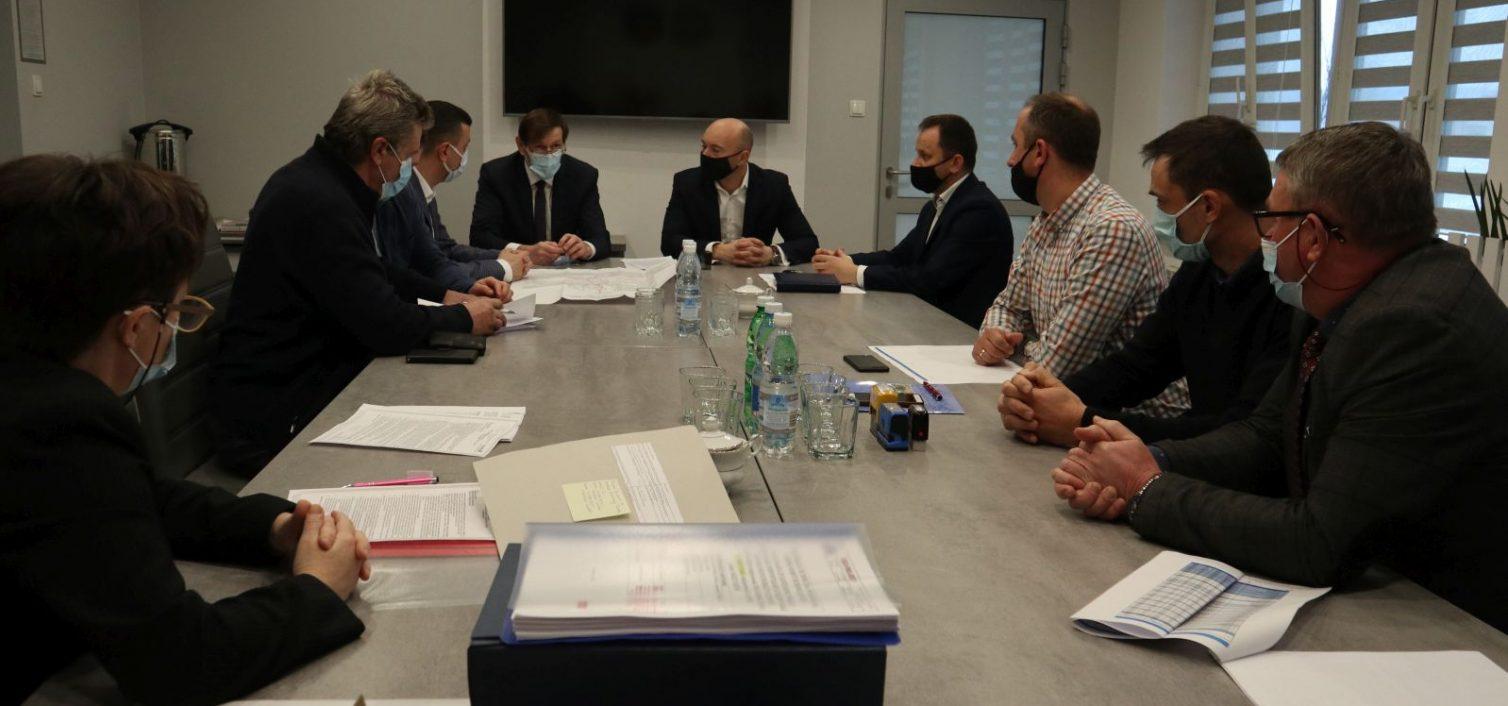 Gmina Skrzyszów. Podpisanie umowy na dokończenie budowy sieci kanalizacji w Pogórskiej Woli i Ładnej